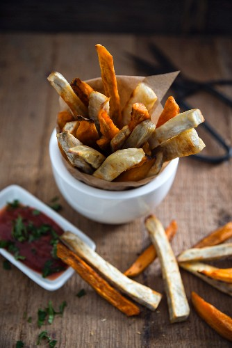 Vegan sweet potato fries with ketchup