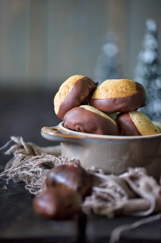 Chestnut cakes for Christmas