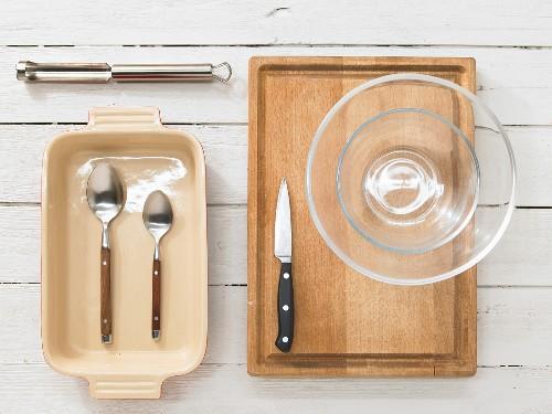Kitchen utensils for making a baked apple