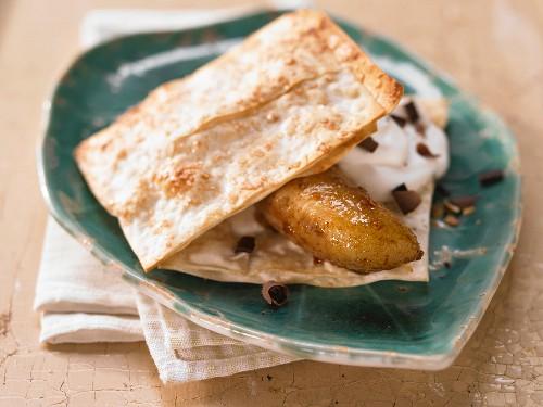 Baked honey bananas with crisp filo pastry