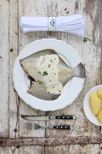 Plaice with lemon sauce and peeled potatoes