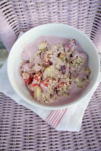 Muesli with oats, peach, melon, apple and coconut milk yoghurt