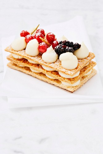 Millefeuille with blackberry