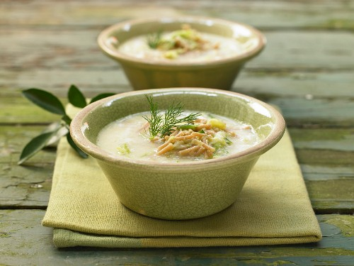 Avgolemono (lemon soup with pointed cabbage, Greece)