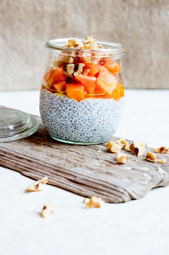 Chia pudding with linseed oil, papaya and walnuts