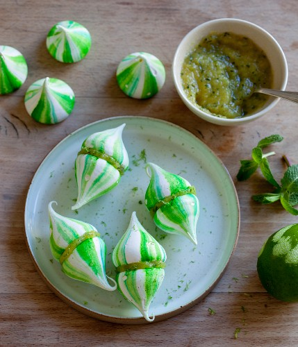 Mint and lime meringues with kiwi cream