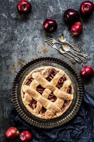 Apple tart with cinnamon and sugar