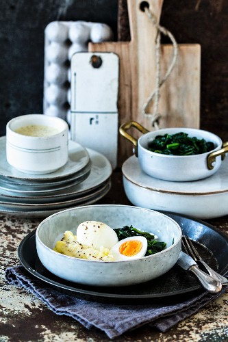 Mustard eggs with mashed potato and spinach