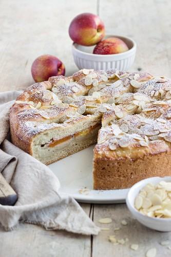 A summery nectarine cake made from quark oil dough and filled with vanilla pudding