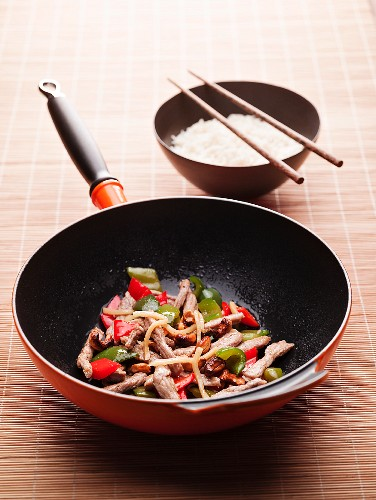 Chicken with peppers in a wok