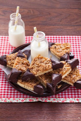 Classic nut bars with chocolate tips