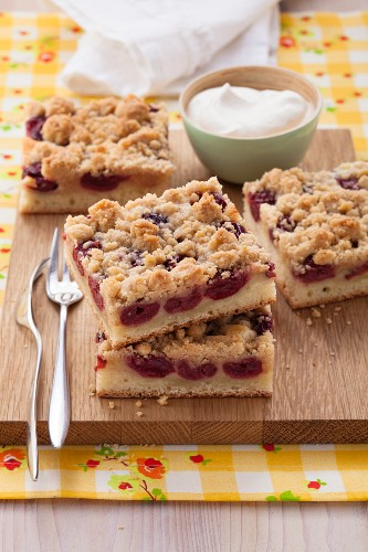 Crumble cake with sour cherries