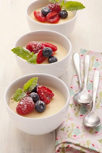 Classic vanilla pudding with fresh berries
