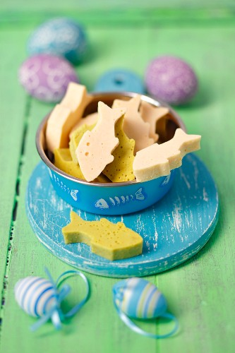 Fish shaped pea and carrot jellies for cats (Easter)