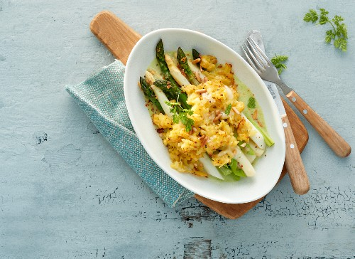 Green and white asparagus topped with a potato crust