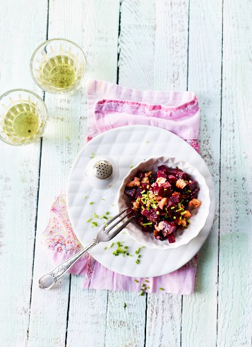 Beetroot salad with chives