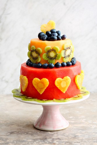 A low-carb fruit cake with kiwi, pineapple and melon