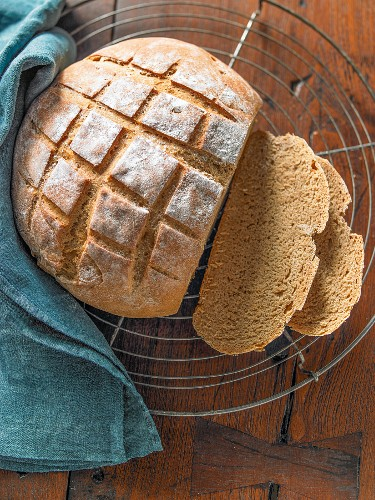 Dark beer bread with spices