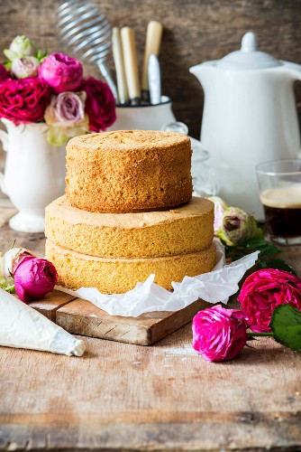 A two tier naked cake with a biscuit base