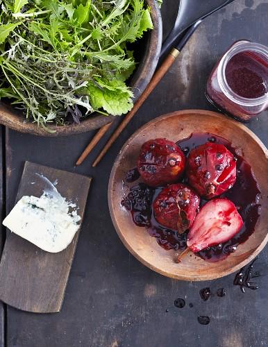 Holunder-Birnen mit cremigem Gorgonzola