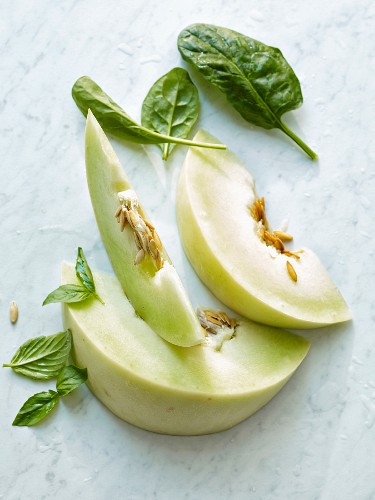 Green melon, spinach and basil