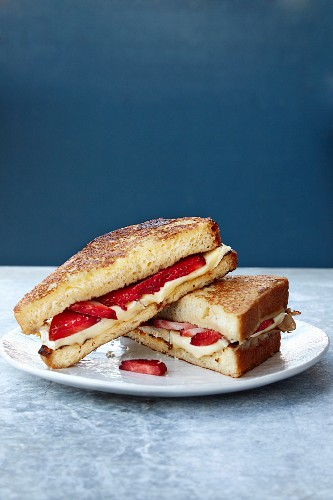 Sunday Brunch Sandwich with Strawberries