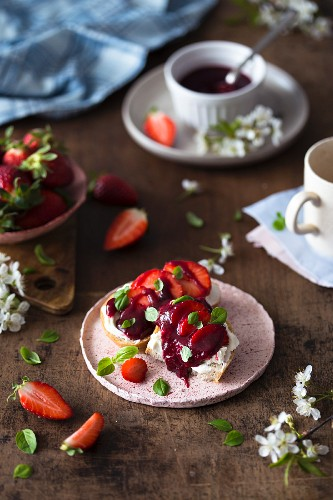 Toasts with mascarpone cheese and homemade strawberry jam