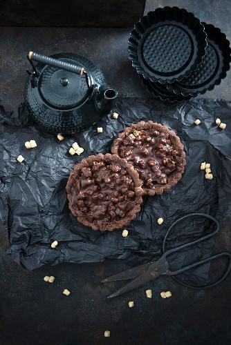 Vegan chocolate tartlets with oat pops