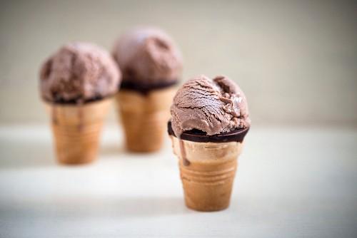 Chocolate ice cream in waffle cups (vegan)