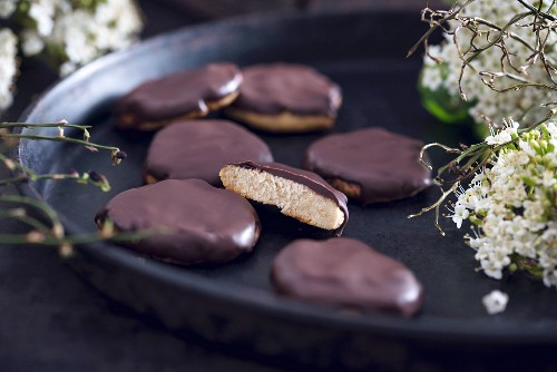 Biscuits with a thin layer of currant jelly, covered with dark chocolate (vegan)