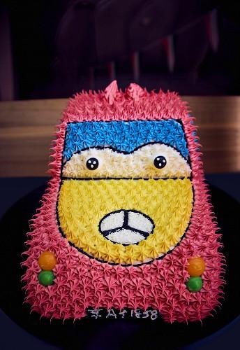A car shaped birthday cake