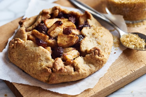 A small apple galette with raisins