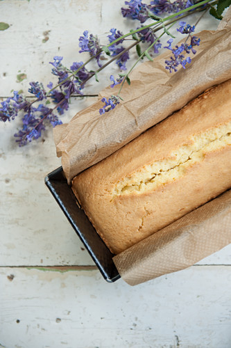 Sand cake with lavender
