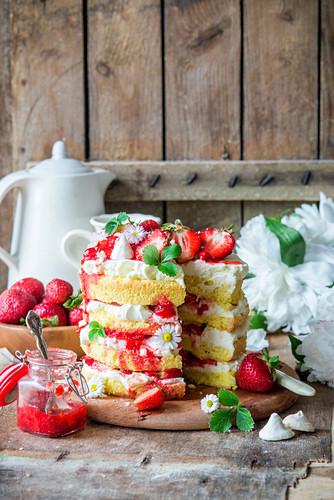 Strawberry cake with vanilla sponge and mascarpone