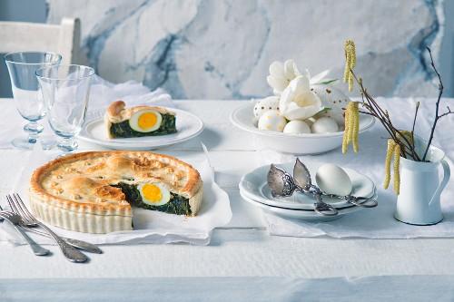 Spinatpastete mit Ei zu Ostern