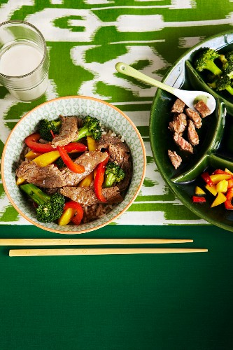 Beef stir fry with broccoli and red and yellow pepper