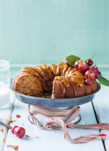 Apple and rooibos cake with fudge icing