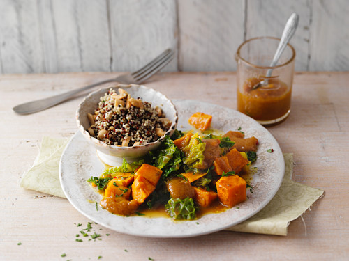 Savoy cabbage with quinoa and turmeric sauce