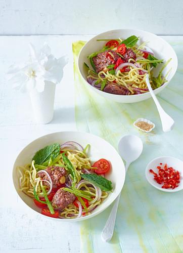 Nudelsalat mit Rinderhackfleisch und Ingwer (Asien)