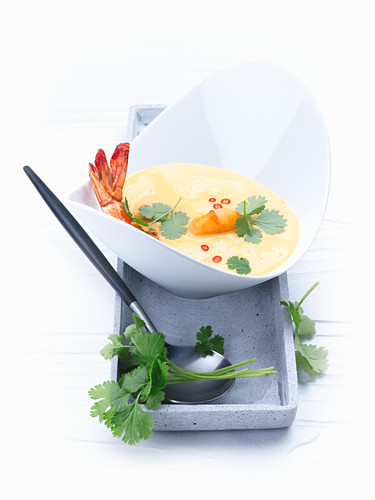 Curry soup with shrimps