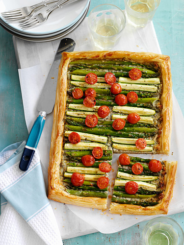 A vegetable tart with tomatoes and asparagus