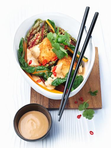 Bunter Mangold mit frittiertem Tofu
