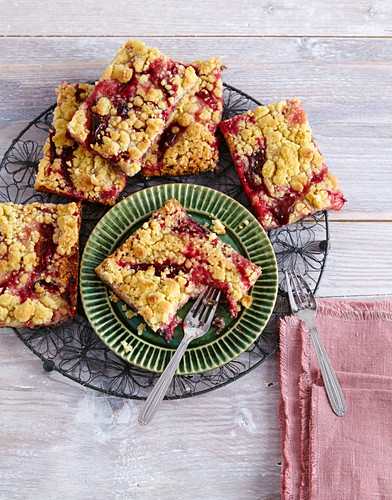 Damson crumble slices with poppyseed shortcrust pastry
