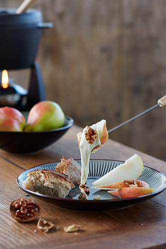 Cheese fondue with pears and nuts