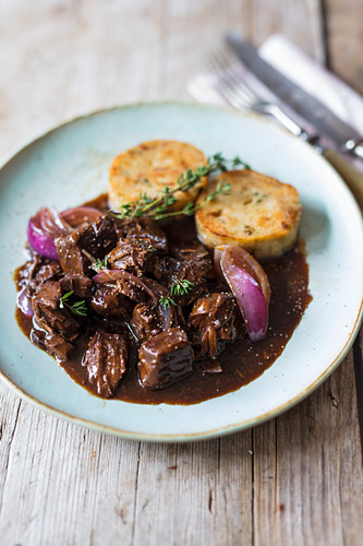 Beef goulash with red onions and thyme dumplings (Bavaria)