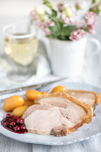Roast pork with caramelised potatoes and cranberries (Scandinavia)
