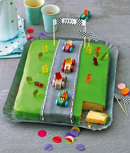 A racetrack birthday cake