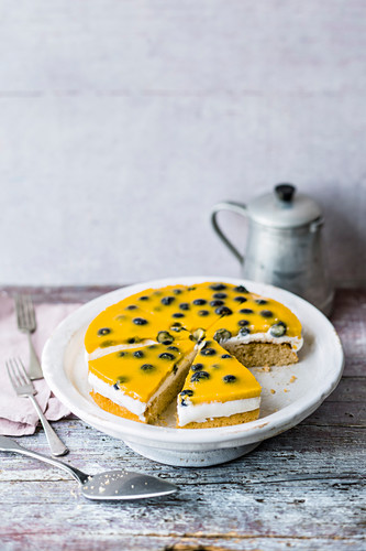 Pan-baked fitness cake with blueberries