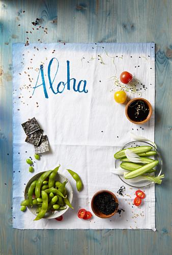 Aiatische Zutaten, Geschirrtuch mit Schrift 'Aloha'