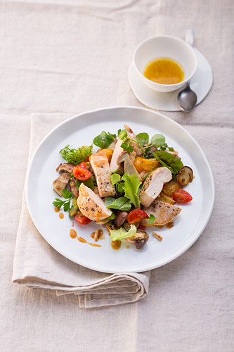 Corn-fed chicken breast slices with salad and marinated porcini mushrooms